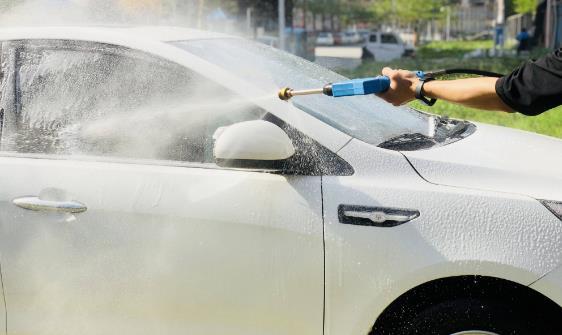 高压水枪洗车虽干净,不注意方法容易损坏汽车表面