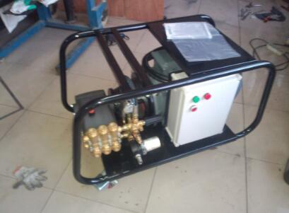 每个疏通公司都应该严格规范使用电动管道疏通机